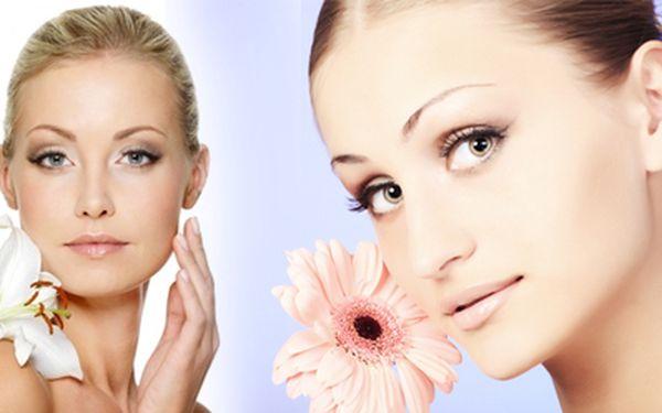 Kosmetické ošetření obličeje na vysoké úrovni - dermabráze ultrazvukem a kolagenem v délce cca 45 minut se skvělou slevou 55% za 399,- Kč!!! Přijďte se nechat zkrášlit k profesionálům – vyhlazení vrásek, rozjasnění pleti a omlazení!!