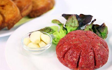 150g HOVĚZÍHO TATARÁKU pro 2 osoby Připravili jsme pro Vás 150g porci tataráku plus 2 křupavé topinky. Neodolejte chuti pravého tataráčku, vsaďte na poctivou kuchyni.