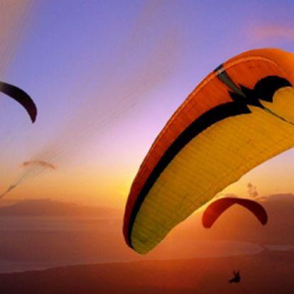 MINIKURZ PARAGLIDINGU - cca 5 hodin se slevou 45%, za pouhých 825 Kč! Naučte se ovládat padákový kluzák a zažijte pocit z letu!