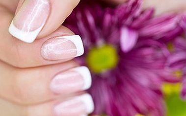 Gelová MODELÁŽ NEHTŮ + peeling a masáž Kompletní modeláž nehtů gelem značky Christrio, novinka na českém trhu. Voucher dále zahrnuje ošetření rukou kosmetikou z mrtvého moře. Dokonalé ruce během chvilky.