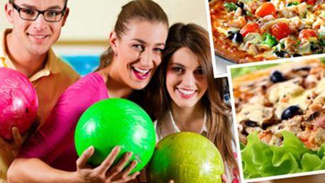 Hodina BOWLINGU a 2 PIZZY dle vlastního výběru Hodinový pronájem 1 bowlingové dráhy a 2x pizza o průměru 30 cm dle vlastního výběru. Užijte si s přáteli hezký sportovní večer.