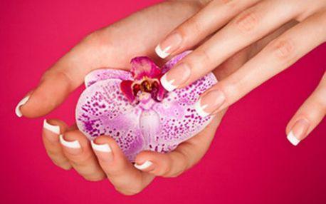 GEL-LAK pro krásně upravené nehty + peeling a ošetření rukou Lakování nehtů pomocí gel-laku se provádí nanesením podkladové vrstvy a 2 vrstev barevného laku, vše se tvrdí v UV lampě. Krásné nehty získáte na 14-20 dní.
