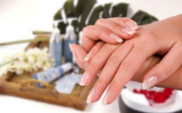 Gelová modeláž nehtů s 57% slevou! Zaplatíte pouze 195 Kč a můžete se pyšnit krásnými, upravenými nehty na rukou s kompletním zdobením dle vlastního výběru!