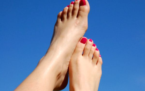 Lakování nehtů na nohou jen za 110 Kč! Vydrží až 6 týdnů!