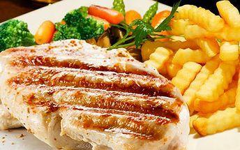 2x kuřecí steak se zeleninou! Vychutnejte si ve dvou kuřecí steak s teplou zeleninou a hranolky za skvělou cenu 129 Kč!!
