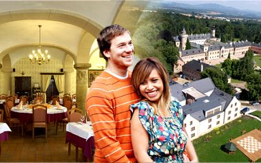 Romantický víkendový zámecký pobyt s polopenzí, prohlídkou zámku a piknikem!