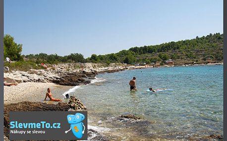 12 690 Kč Chorvatsko, Murter, 12denní zájezd, kemp, chatka pro 3 osoby! Pobyt v nejlepším chorvatském kempu se slevou 40%. Užijte si dovolenou s rodinou nebo přáteli na chorvatském ostrově Murter. Omezená nabídka! K dispozici jsou pouze 3 chaty v každém z termínů. Vychutnejte si léto u moře v prosluněném Chorvatsku.
