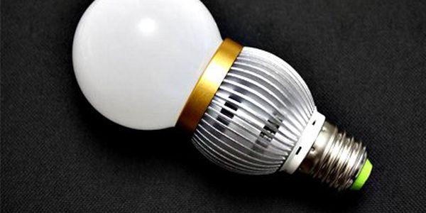 Úsporná LED žárovka šetří peníze! Svítivost odpovídá 40 - 60W žárovce. Vydrží 50.000 hodin.