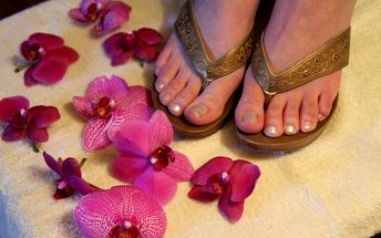 Luxusní péče o Vaše nohy jen za 129 Kč. Klasická mokrá pedikúra s mangovým či kávovým peelingem je vhodná i pro muže. Mějte krásné nohy do sandálů!