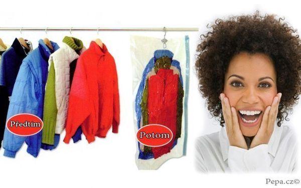 Deset vakuových pytlů pro snadné uskladnění prádla o velikosti 80 x 60 cm
