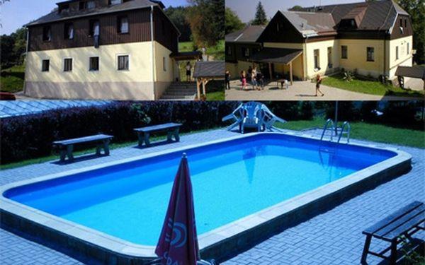 Nevíte, kam o prázdninách? Zavítejte do perly českého ráje a ubytujte se v útulném hotelu jizera na malé skále!