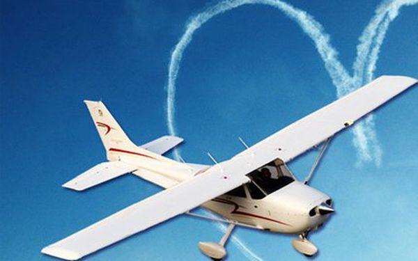 40 km dlouhý let letadlem! Letet mohou 3 osoby. Trasu si plánujete zcela sami!