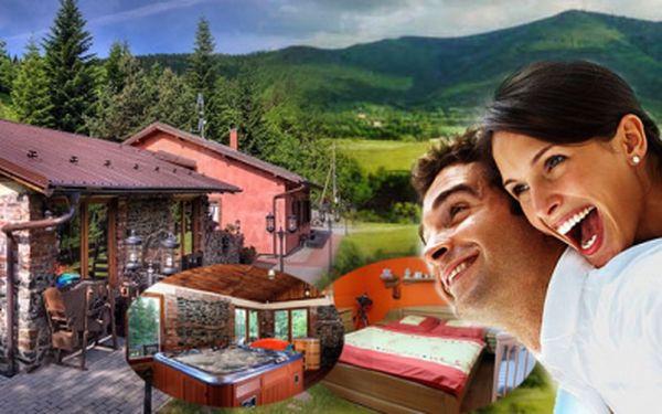 Exkluzivní wellness nabídka! 4 denní PRONÁJEM LUXUSNÍ CHATY v Beskydech pro 8 osob za jedinečných 8 910 Kč! Vyražte na dovolenou s přáteli a užijte parádní dovolenou se slevou 40%! Masážní bazén a SPA sauna volně k dispozici!
