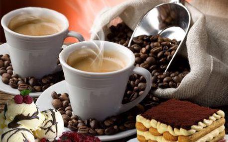2 kávy a zmrzlina s horkými malinami! Zmrzlina a tiramisu nebo čokopěna s bílou čokoládou. Mňam!