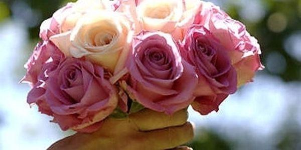 RŮŽE 60 CM! Obdarujte svou přítelkyni nebo potěšte někoho blízkého květinami! Krásné RŮŽE různých barev.