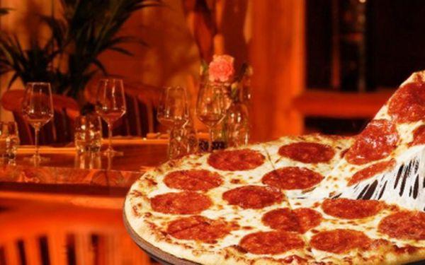 Všichni milovníci pizzy pozor! CELÁ čerstvá PIZZA přímo z pece dle Vašeho výběru jen za 79 Kč místo 199 Kč! Vyberte si jakoukoliv pizzu a ušetřete 60%!