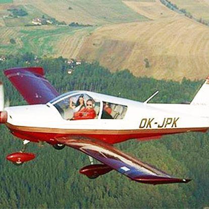 Vyzkoušej si jaké je to řídit letadlo celých 20 minut nad Orlíkem!