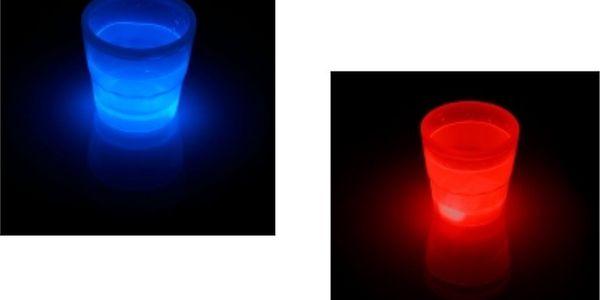 Svítící panákové skleničky! Bezkonkurenční sleva 70% na 12 kusů! Svítí červeně, modře, oranžově a zeleně!