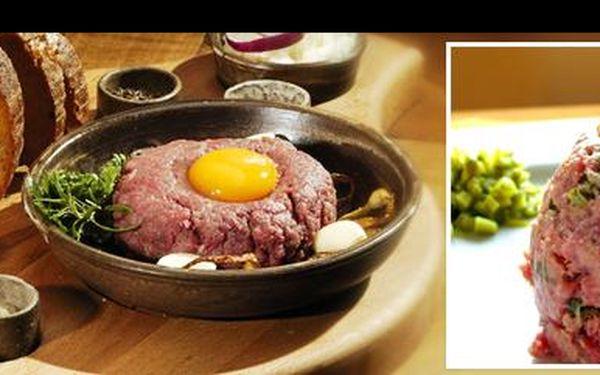 Vyrazte do restaurace U Tomáše Štítného na 150 g výtečného tataráku s neomezeným množstvím křupavých topinek se slevou 60 %.
