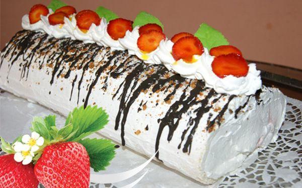 Roláda jako domácí! Oslaďte si život vynikající roládou s jahodami z Cukrárny paní Hruškové!