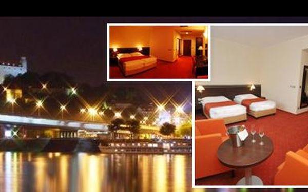 Romantika pro 2 osoby na 3 dny v luxusním bratislavském **** hotelu s 55% slevou! Ubytování v srdci Slovenska včetně snídaně + šperk v hodnotě 1300 Kč zdarma!