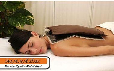 Rašelinový zábal s regenerační masáží zad a šíje pro uvolnění a příjemné naladění.