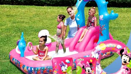 Bazénové centrum pro holčičky! Vodní hrátky v bazénu se skluzavkou a vodotryskem!