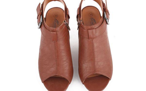 240,- Kč za hnědé boty na podpatku Algie Brown!