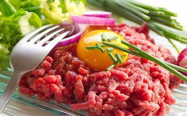 300 g tataráku a nekonečno topinek! Jemně namleté maso z hovězí svíčkové PRO DVA!