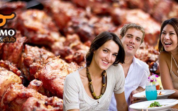 Kilo grilovaného masa a další dobroty pro 4 osoby