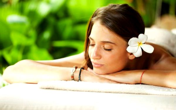 Havajská masáž s reflexní masáží zad, šíje a hlavy. 60minutové hýčkání z Havaje pro dokonalé uvolnění.