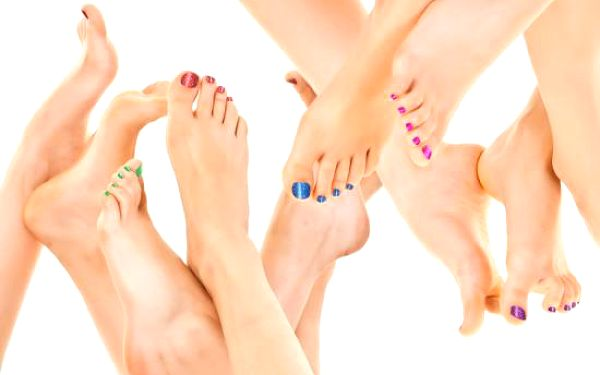 PEDIKÚRA VČETNĚ LAKOVÁNÍ Shellacem na nehty - krásná úprava přírodního nehtu bez jeho poškození!