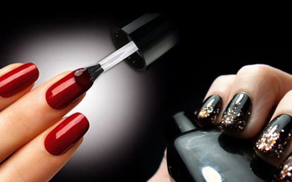 Pečujte o své ruce! Gelová modeláž nehtů UV gelem + zdobení francií nebo barevným gelem za fantastických 234 Kč nebo manikúra včetně masáže rukou a parafínového zábalu za krásných 117 Kč! Sleva 55% na krásné ruce!