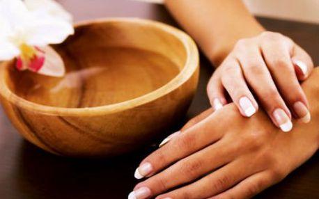 Suchá manikúra nebo P-shine! K tomu parafínový zábal a vaše ruce budou opět krásné!