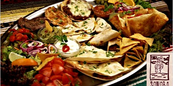 Procestujte mexickou gastronomii vnejlepší mexické restauraci Sonora vPraze! Za 490 Kč Mexické plato pro vás a vaše kamarády.