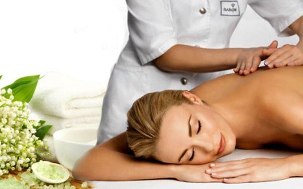 Klasická masáž zad a šíje v délce 60 min! Za báječných 299 Kč! Dopřejte si báječnou relaxaci a nechte si odborně uvolnit ztuhlé a zablokované svaly! Se slevou 54%!