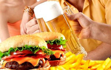 2 mega burgery, hranolky a piva! K tomu 2 výtečné polévky. Pochutnejte si na americké večeři!