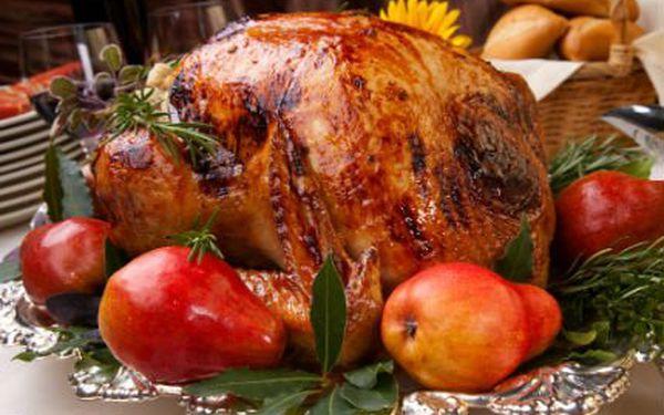 10kilová grilovaná šťavnatá krůta! Uspořádejte oslavu v restauraci U rybníčku a pochutnejte si!