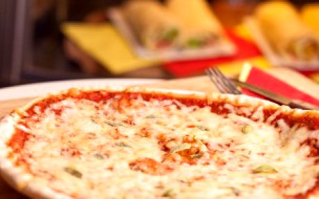 Pizza a domácí sorbet v La Siesta café!