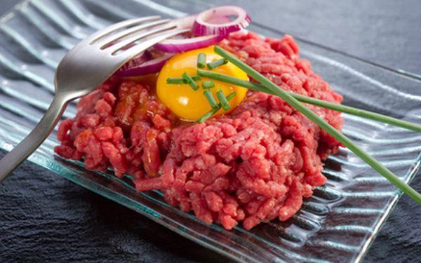 Tatarský biftek z kvalitní svíčkové jen za 74 Kč! V ceně topinky a obloha!