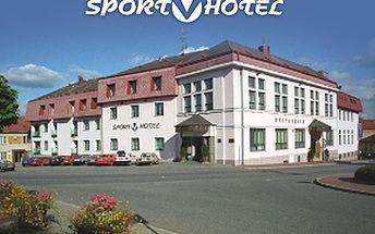 2994 Kč za letní pobyt pro 2 osoby na 3 dny (2 noci) včetně snídaní ve **** SPORT-V-HOTELU na Vysočině.