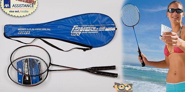 Sada badmintonových raket. Protáhněte své tělo sportem, který je pomocníkem při tvarování postavy.