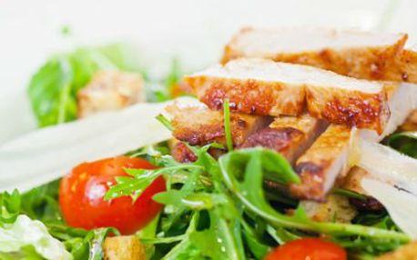Zeleninový salát s kuřecím masem! Vychutnejte si 2x lehkou letní pochoutku jen za 99 Kč!