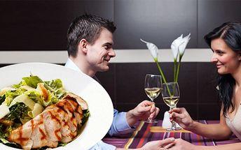 Chcete si pochutnat na dobrém jídle, ale při tom jíst zdravě? Navštivte restauraci Neptun a pochutnejte si na salátu caesar a 2dl bílého nebo červeného vína! 2x salát caesar + 2 x víno za lákavou cenu 135Kč!