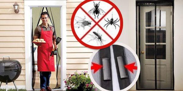 Rádi byste si v parném létě pořádně vyvětrali, ale dotěrný hmyz vám v tom brání? Už nedělejte kompromisy, MAGNETICKÁ SÍŤ za 249 Kč vás problému zbaví, HyperSleva 67%