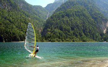 Kurz windsurfingu nebo kitingu! Prožijte 5 adrenalinových hodin s instruktorem za super cenu!