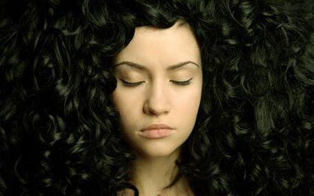3-fázová hloubková rekonstrukce vlasů pomocí mořského keratinu a kolagenu pro sílu, lesk a pružnost vlasů.