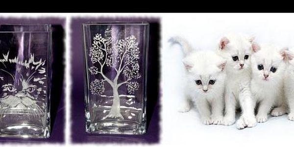 Některé vázy nabízejí víc než jen netradiční design – při pohledu na vázu z e-shopu Artcat.cz vás pokaždé zahřeje pomyšlení na dobrý skutek. Navíc se slevou 50 %!