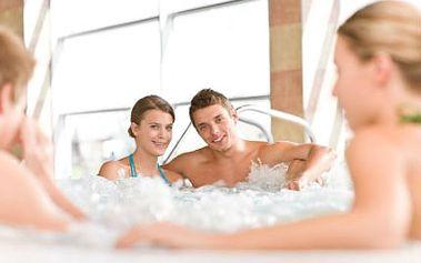 Soukromý wellness pro 1 až 6 osob! Uvolněte se společně na 2 hodiny ve finské sauně a vířivce!