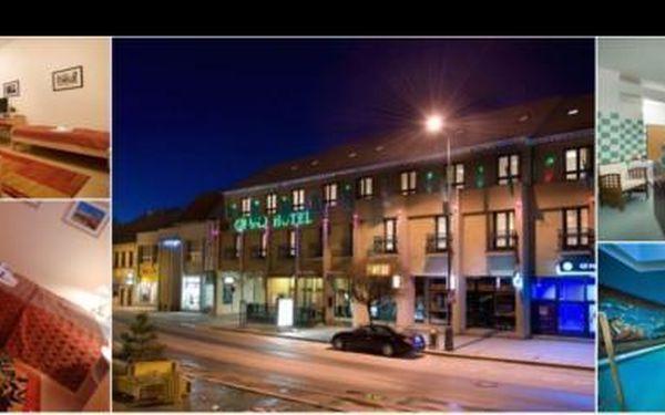 Wellness ubytování na 2 noci pro dvě osoby ve **** hotelu Grand v Třebíči. V ceně romantická večeře při svíčkách a lahev vína na pokoji, to vše nyní se slevou 54%!